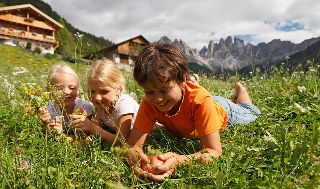 Trascorrete una vacanza in famiglia nelle Dolomiti in Val di Funes