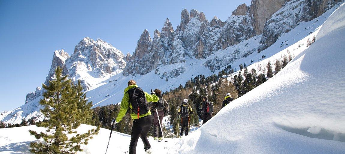 Wędrówki na rakietach śnieżnych (karplach), wycieczki narciarskie, biegi długodystansowe i saneczkarstwo w Villnöss